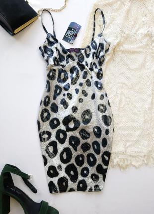 Новое платье с блестящим змеиным покрытием