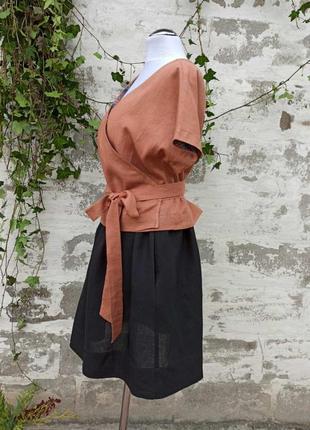 Летний костюм из льна zori с короткой юбкой и рубашкой с запахом