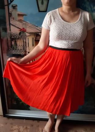 Яркая юбка плиссе reserved коралового цвета
