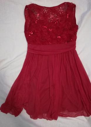 Коктейльное красное платье с вырезом на спине