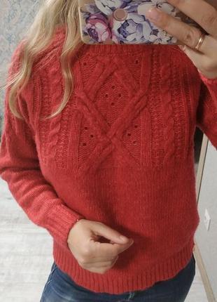Тёплый приятный к телу свитер с шерстью