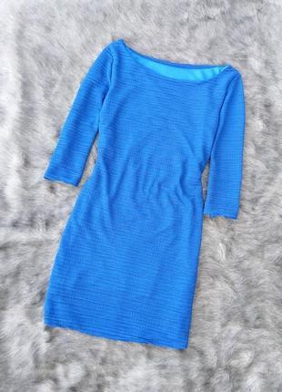 Платье по фигуре из фактурной ткани