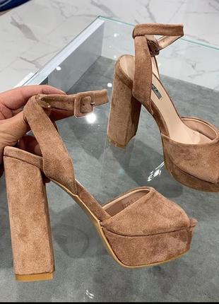 Туфли босоножки замшевые бежевые