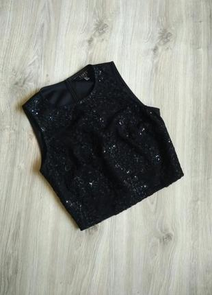 Черный короткий укороченный топ сетка без рукавов с вышивкой и биссером.