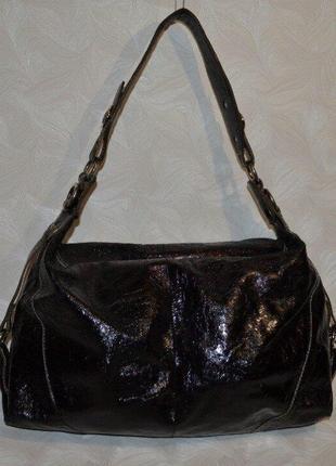 Лаковая кожаная сумка на плече
