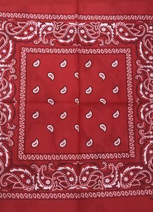 Красная бандана платок с узором пейсли