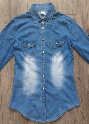 Джинсова сорочка.