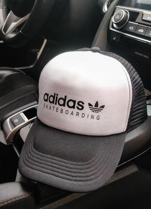 Мужская кепка adidas купить бейсболку адидас  черно-белая