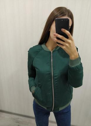 Зеленый бомбер демисезонная куртка, ветровка