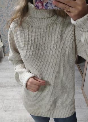 Теплый красивый свитер оверсайз под горло