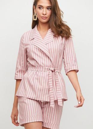 Костюм пиджак плюс шорты. пиджак приталенного кроя с коротким рукавов, завязка: пояс