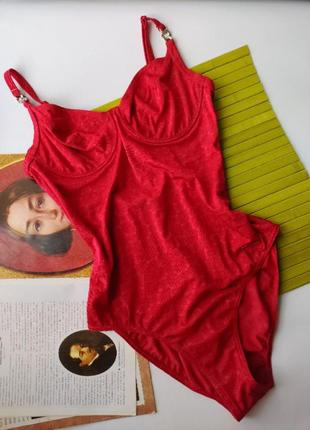 Стильный базовый насыщенный красный алый сдельный купальник тонкая чашка на косточках
