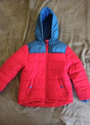 Яркая курточка на мвльчика 4-5 лет