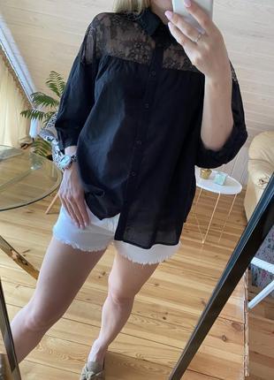 Хлопковая объёмная блузка с гипюровой вставкой