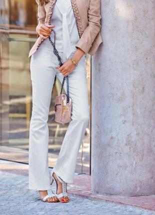 Женские светлые брюки клеш , на лето размер 28, 29