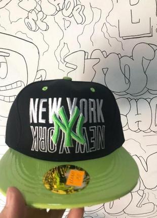 Снэпбек new york черный зелёный козырек