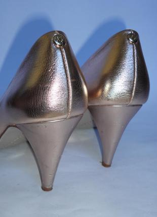 Туфли красивенные!!!!! бренд р.36и еще...4 фото