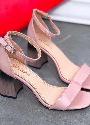 Шикарные пудровые босоножки на устойчивом каблуке омбре
