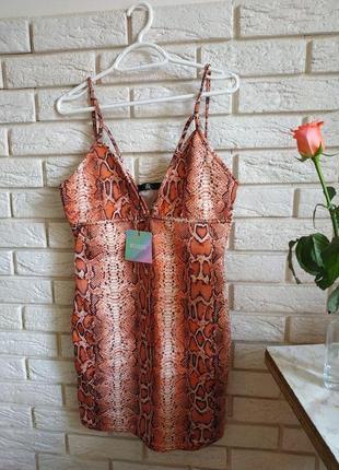 Шикарное платье в принт питона