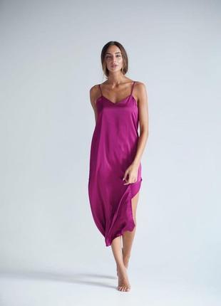 Платье шелковое с разрезом фуксия