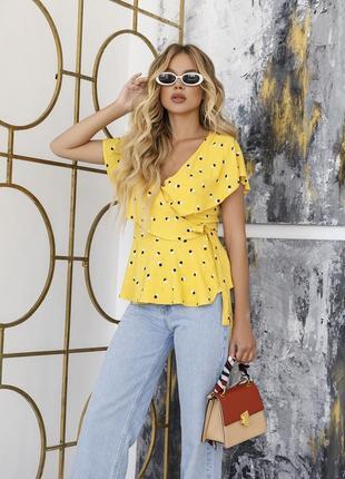 Желтая трикотажная блуза на запах