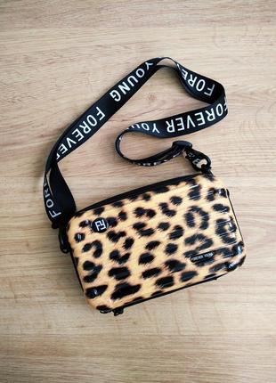 Женская сумка прямоугольной формы леопардовая