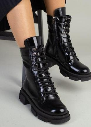 Женские ботинки на молнии лаковые