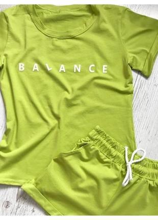 Костюм двойка футболка шорты в цветах
