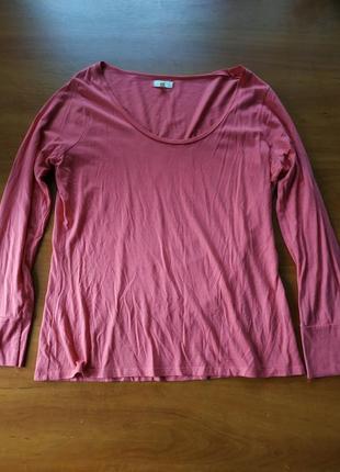 Розовая кофта с длинными рукавами