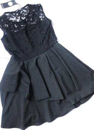 Вечірня чорна сукня