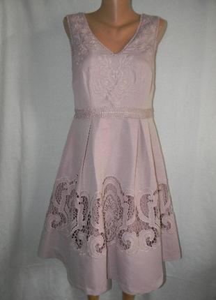 Красивое платье с вышивкой monsoon