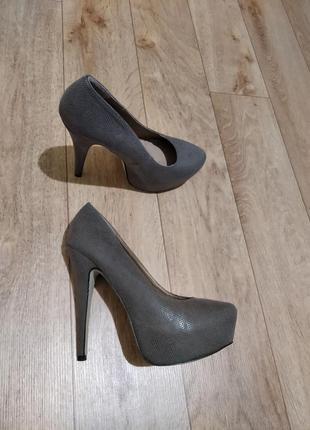 Туфли на высоком каблуке скрытая платформа лабутены