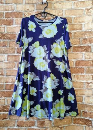 Трикотажное платье с розами