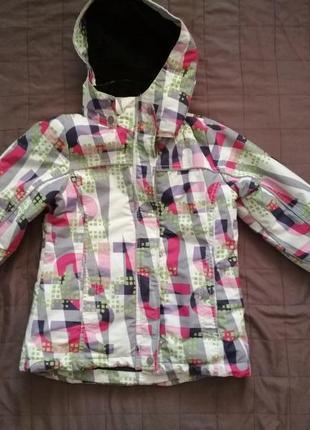 Яркая лыжная куртка lindex для девочки 140 размер