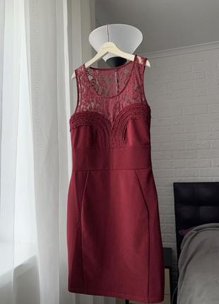 Платье красивое бордовое нарядное с кружевом