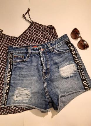 Джинсовые шорты короткие