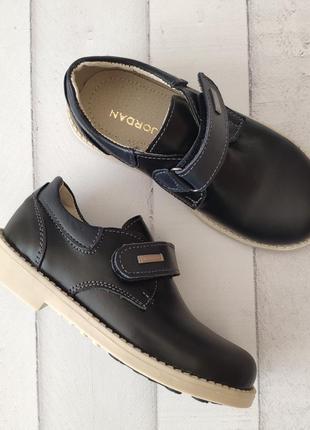 Кожаные туфли р 28-32 на каблучке томаса.