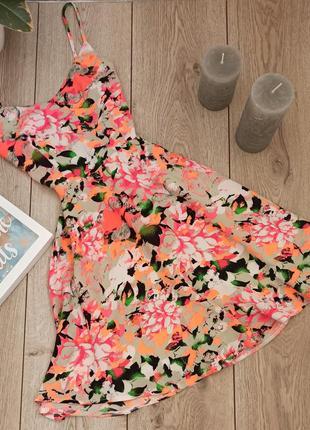 Платье misguided с красивой спинкой
