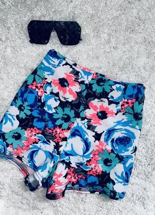 Шикарные модные шорты бренд boohoo  размер 10 тянуться прекрасно!
