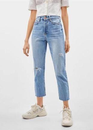 Голубые укороченные женские джинсы с необработанным краем и прорезями