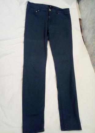 Идеальные темно-зеленые тонкие джинсы h&m