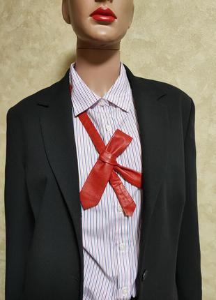 Стильный красный кожанный галстук