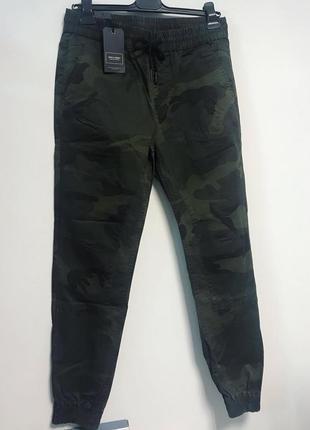 Стильные комуфляжные штаны милитари