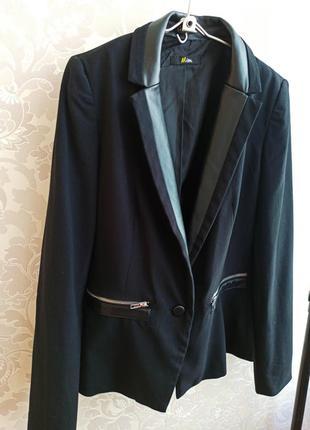 Женский черный пиджак жакет