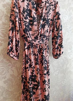 Нежно-розовое платье в цветочный принт платье-рубашка