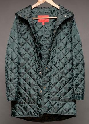Mango. стёганая подкладка к куртке. с капюшоном и карманами.