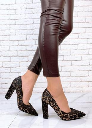 Женские леопардовые текстильные туфли лодочки на высоком толстом каблуке леопард