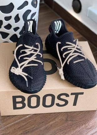 Шикарные мужские кроссовки adidas yeezy boost 350 v2 black