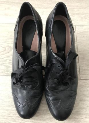 Вишукані шкіряні туфлі м&s 37 р.