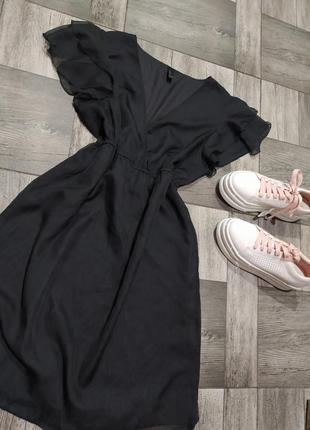 Черное платье с оборками,сарафан